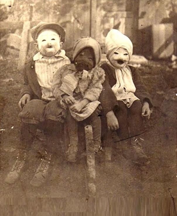 Không biết khi nhìn mặt nhau, những đứa trẻ này sẽ khóc hay cười đây?