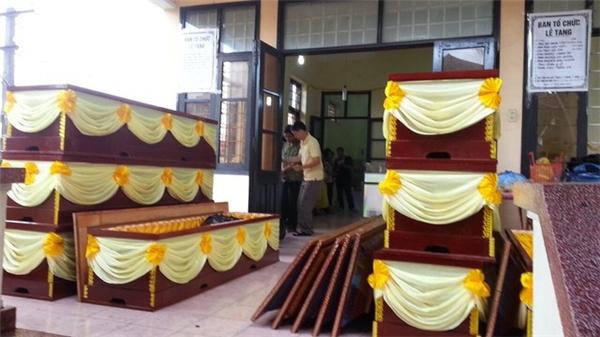 Lũ cuốn đổ nhà khiến tám người xấu số đã tử vong và bị vùi trong đất tại Quảng Ninh khiến người ta chưa hết bàng hoàng và xót thương. Ảnh: Facebook