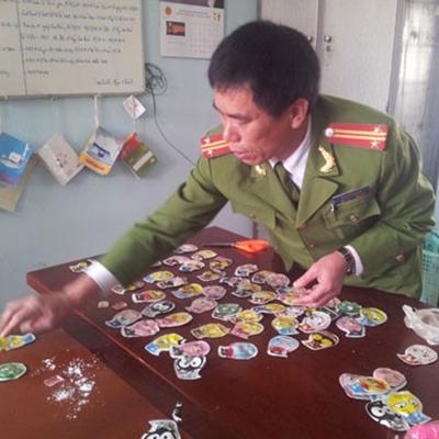 Hơn 30 học sinh phải cấp cứu do ngửi đồ chơi Trung Quốc. Ảnh: V.L