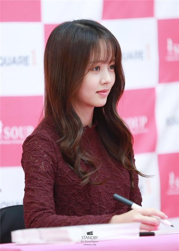"""Kim So Hyun: Từ cô bé nhút nhát nay đã biết """"làm trò"""" chiều fan"""