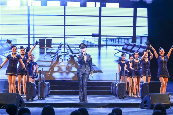 """Diamond Show Mr Đàm: Las Vegas """"thu nhỏ"""" giữa lòng Hà Nội"""