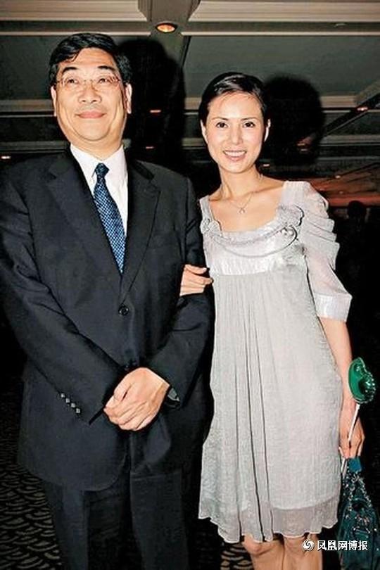 Khi Quách Ứng Tuyền bắt đầu lấy lại thăng bằng trong sự nghiệp vào năm 2008, thay vì cho cô danh phận chính thức, Quách Ứng Tuyền lại kiên quyết đòi chia tay.