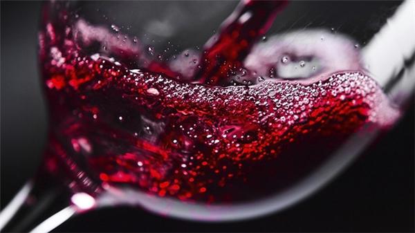 Sự thật: Uống một ly rượu vang tương đương 1 giờ tập hùng hục ngoài phòng gym