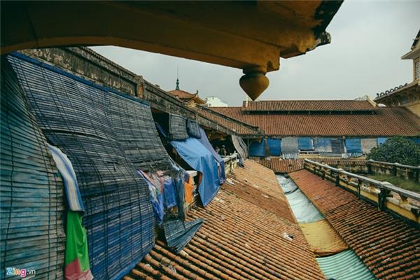 Sắp tới, các tiểu thương sẽ phải di dời qua chợ tạm ở bên cạnh để nhường chỗ cho việc trùng tu.
