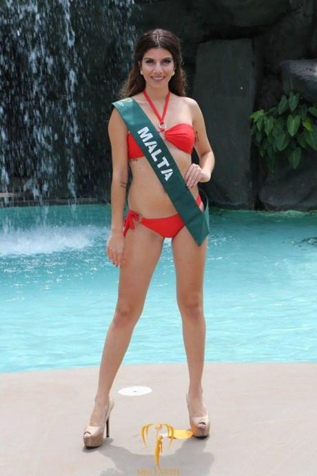 Hoa hậu Malta cũng có vòng eo bánh mì kém thu hút.