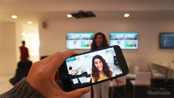 Hover Camera có thể dễ dàng điều khiển thông qua smartphone.