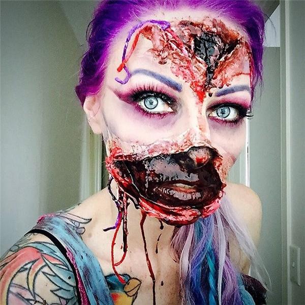 Khuôn mặt rách nát, máu me nhễ nhãi.