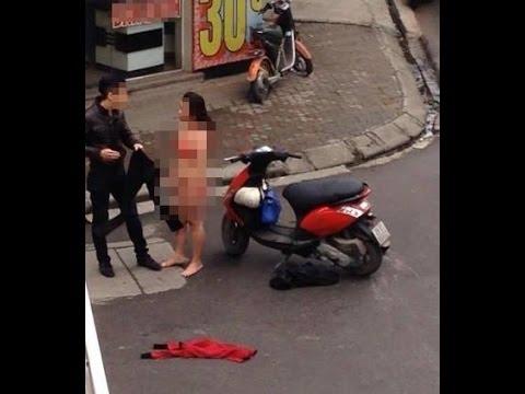 Cô gái trẻ lột đồ giữa phố Hà Nội vì cãi nhau với bạn trai.