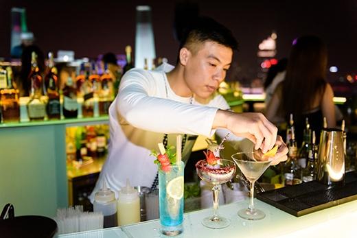 Những ly cocktailđặc sắc được chuẩn bị riêng cho các quý cô.