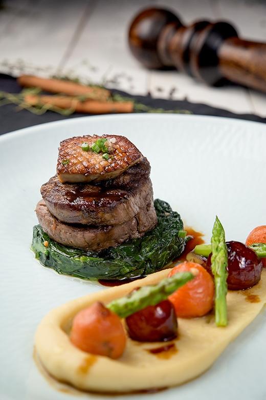 Thăn Nội Bò Úc hảo hạng hòa quyện cùng vị béo của Gan Ngỗng sẽ mang đến cho bạn trải nghiệm ẩm thực khó quên.