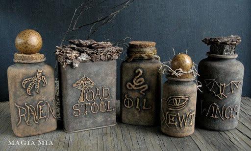 Cuối cùng, sơn phết tí màu nâu đất cho những chiếc chai cũ một chút xem nào. (Ảnh: Viral Nova)