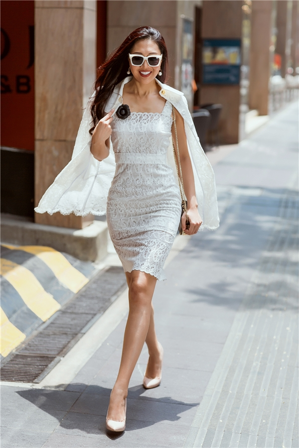 Diệu Ngọc khoe dáng với gu thời trang đơn giản mà cực