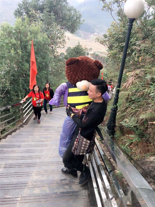 Thích thú với chàng trai tha gấu đi phượt khắp núi rừng Tây Bắc