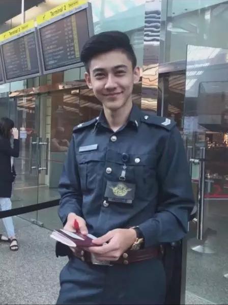 Vài tháng trước đây anh chàng này từng làm náo loạn cộng đồng mạng Trung Quốc khi bức ảnh này được một cô nàng đăng tải.