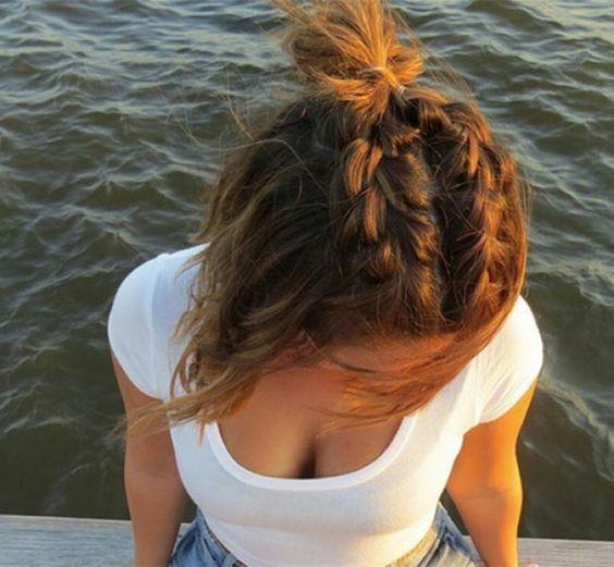 Tóc búi một nửa sẽ bớt nhàm chán hơnnhờ phần bím tóc.