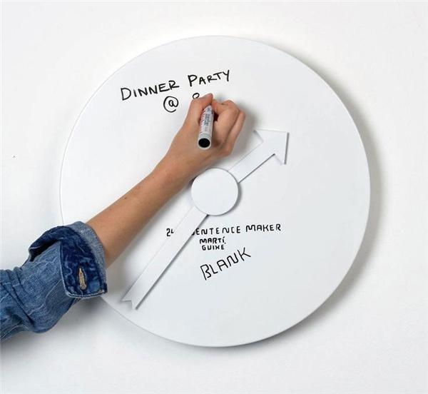 Đồng hồ nhắc nhở: Nó sẽ giúp bạn không bao giờ quên hay muộn công việc đã lên lịch trước của mình trong ngày, mà bạn lại có thể xóa đi viết lại nhiều lần.