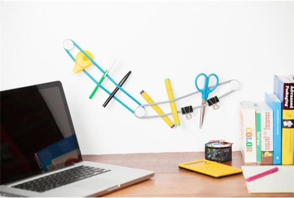 Dây treo dụng cụ làm việc: Với sợi dây này, bạn vừa sắp xếp được dụng cụ gọn gàng, vừa tận dụng được khoảng không trên tường, mà lại khiến góc làm việc của mình thêm thông thoáng, sinh động và cá tính.
