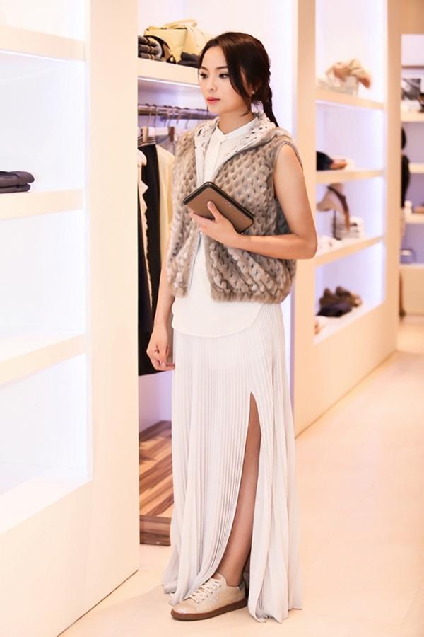 Ngán ngẩm trước loạt váy áo thảm họa của dàn Hoa hậu, Á hậu Việt