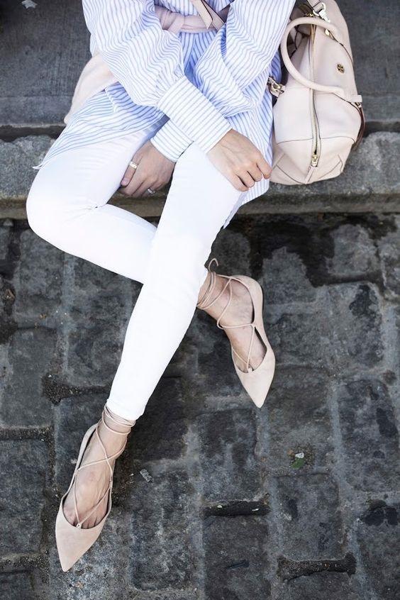 Giày búp bê theo kiểu vintage thích hợp với những cô nàng ngoan hiền.