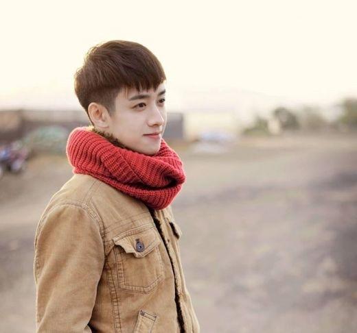 Ngoại hình điển trai lại có phong cách thời trang bắt mắt, nhìn anh chàng thu hút chẳng kém các nghệ sĩ Hàn Quốc.