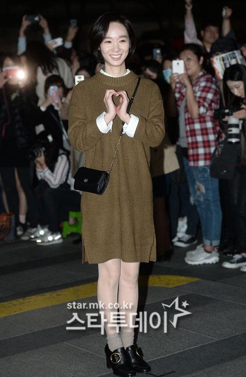 """""""Trung điện"""" Han Soo Yeon trẻ trung với mái tóc cắt ngắn."""