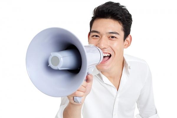 Bạn gái cũng nên đề phòng nếu yêu một anh chàng có giọng trầmquyến rũ.