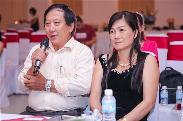 Góp mặt tại buổi họp báo còn có sự hiện diện của bố mẹ Quốc Cơ - Quốc Nghiệp. - Tin sao Viet - Tin tuc sao Viet - Scandal sao Viet - Tin tuc cua Sao - Tin cua Sao