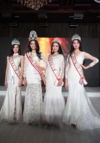 Hà Tư Nho nhận giải Á Hậu của cuộc thi Misschina 2016.