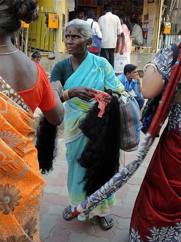 Ấn Độ là quốc gia xuất khẩu tóc hàng đầu trên thế giới với những mái tóc dày và đẹp.