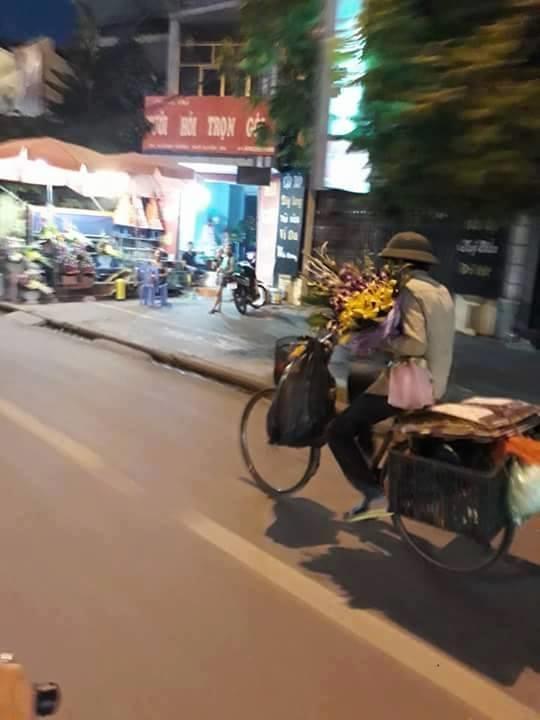 Dù làm vất vả, dù nhà có nghèo cũng nhất địnhmua bó hoa đẹp nhất tặng vợ yêu.