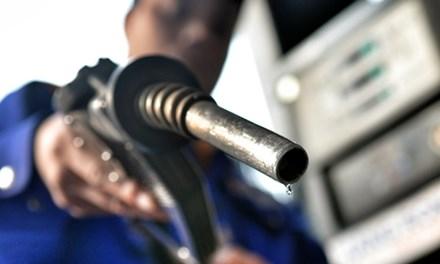 Tiếp tục điều chỉnh giá xăng dầu trong nước. (Ảnh: internet)