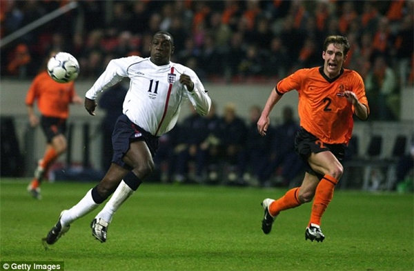 Cựu tuyển thủ trong trận đấu giao hữu tạiin Amsterdam năm2002.