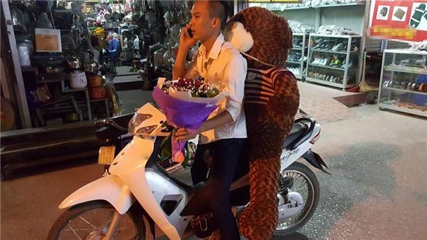 Vừa gấu vừa hoa, không biết cô gái nào hạnh phúc thế này ta.