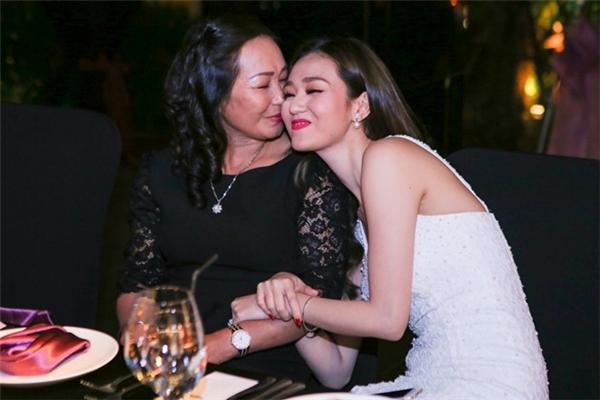 Angela Phương Trinh, Kỳ Duyên kể về kỉ niệm khiến Mẹ rơi lệ - Tin sao Viet - Tin tuc sao Viet - Scandal sao Viet - Tin tuc cua Sao - Tin cua Sao