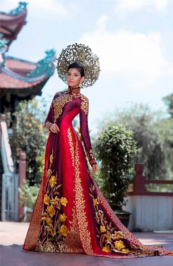 Trong 2 năm 2012 và 2013, quốc phục mà Diễm Hương và Trương Thị May mang đến Hoa hậu Hoàn vũ cũng được các chuyên trang sắc đẹp bầu chọn vào top 10 xuất sắc nhất. Hai thiết kế đều ghi điểm bởi sự kì công, tỉ mỉ trong từng chi tiết thêu tay hay công thức phối màu độc đáo.