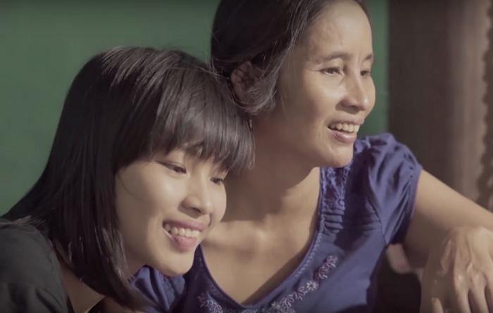Clip quà tặng mẹ của cô sinh viên luật gây sốt cộng đồng mạng
