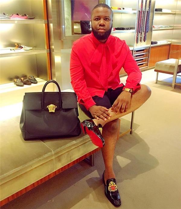 Còn anh chàng HushpuppiI thì từng bỏ ra 1 triệu naira (70 triệu đồng) để tậu một chiếc túi Versace mới ra mắt.