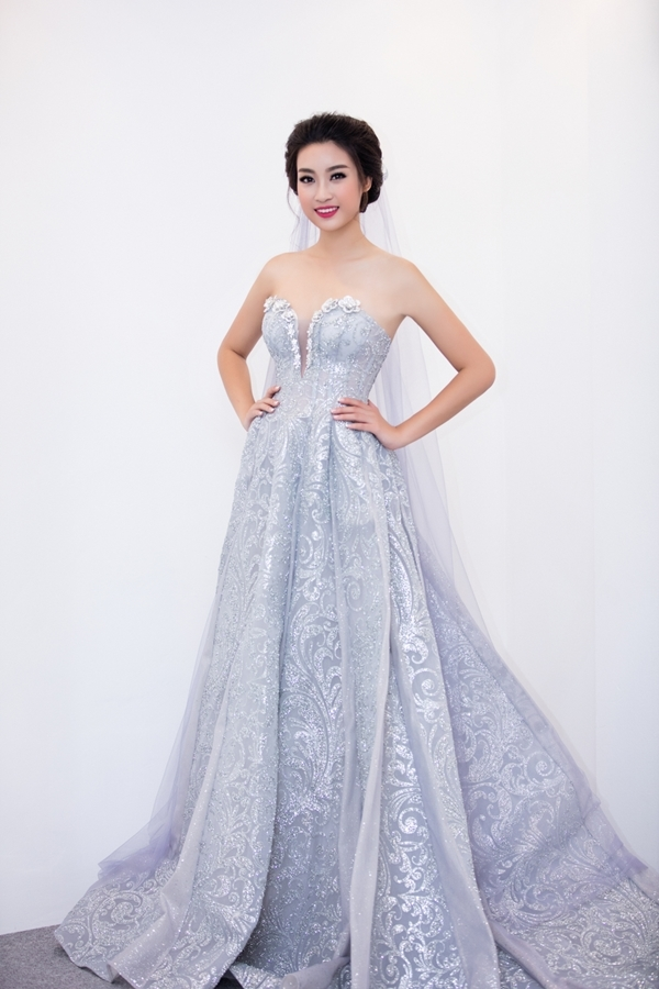 """Hoa hậu Mỹ Linh """"đốn tim"""" fan khi hóa thành cô dâu """"vạn người mê"""""""
