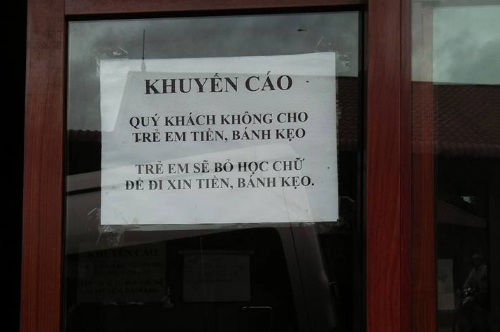 Tấm biển khuyến cáo dành cho du khách đến tham quan Hà Giang. (Ảnh: Internet)