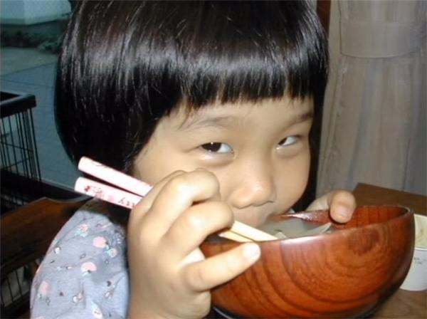 Chính vì thế cô bé được đặt cho cái tên tuyệt đẹp là Hana, trong tiếng Nhật có nghĩa là Hoa.