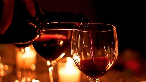 Bên cạnh whisky, rượu vang đỏ cũng là một lựa chọn tốt cho sức khỏe. (Ảnh minh họa - Nguồn: Internet)