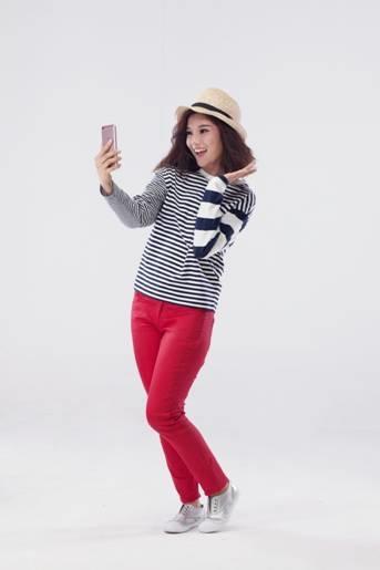 """Là một tín đồ """"selfie"""", Hoàng Yến rất hào hứng khi tham gia dự án này. - Tin sao Viet - Tin tuc sao Viet - Scandal sao Viet - Tin tuc cua Sao - Tin cua Sao"""