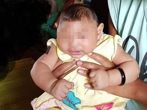 Bé gái 4 tháng tuổingụ ở huyện Krông Buk, Đắk Lắk cũng bị nghi ngờ có triệu chứng đầu nhỏ.
