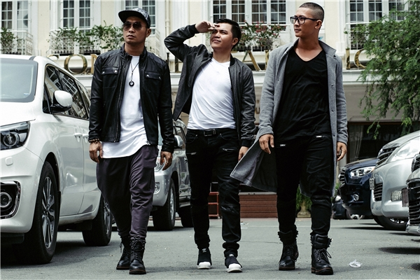 Sau gần 2 năm kể từ MV Anh ngoan rồi vợ ơi, mới đây, MTV Band chính thức tái xất với sản phẩm âm nhạc mới mang tên Đừng nhìn bề ngoài. - Tin sao Viet - Tin tuc sao Viet - Scandal sao Viet - Tin tuc cua Sao - Tin cua Sao