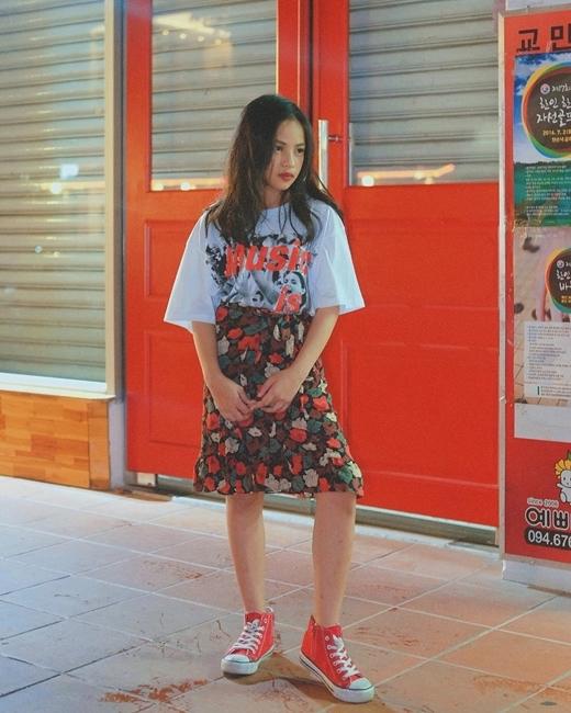 Sunny có phong cách thời trang đa dạng, cá tính.