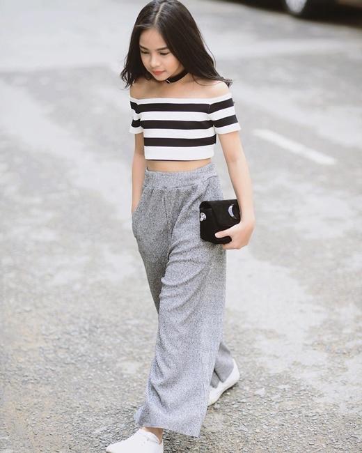 Tuy chỉ mới 10 tuổi, nhưng cô bé đã có phong cách thời trang đa dạng và cá tính.