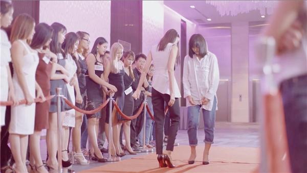 Lan Khuê đi chân trần, nhường giày cho Mai Ngô trong MV Thanh Duy - Tin sao Viet - Tin tuc sao Viet - Scandal sao Viet - Tin tuc cua Sao - Tin cua Sao