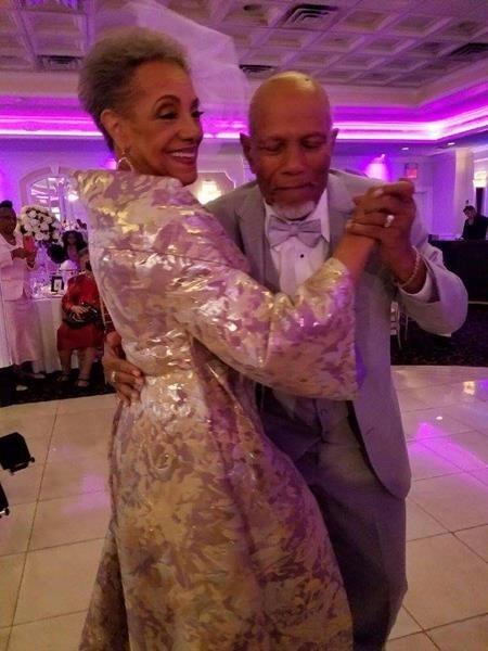 Chồng qua đời gần ba thập kỉ, cụ bà kết hôn lần nữa ở tuổi 86