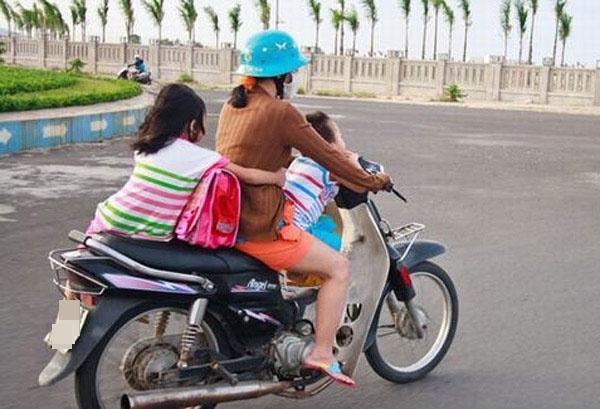 Chỉ cần dừng xe đột ngột sẽ vô tình gây nên hậu quả đáng tiếc.