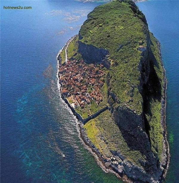 Hòn đảoMonemvasia ở Hy Lạp.